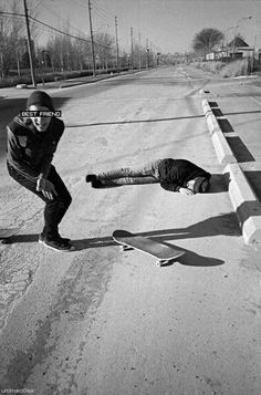 skate funny Black and White photo friends best friend amigo image best friends preto e branco skateboard meusnew Sup Surf, Skate Surf, Bufoni, Skater Boys, Skate Style, Wakeboarding, Water Photography, Fashion Photography, Skateboards
