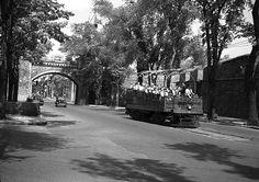 Passage du tramway-observatoire sur la Grande Allée. St Jean Baptiste, Tramway, Quebec City, Nature, Archives Nationales, Images, Industrial, Old Paris, Antique Pictures