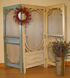 24 Awesome DIY Screen Door Ideas to Build New or Upcycle the Old - Page 2 of 2 25 different ways to build yourself a new screen door or upcycle an old one. Great DIY screen door ideas to inspire your creativity. Fabric Room Dividers, Room Divider Walls, Hanging Room Dividers, Diy Room Divider, Divider Ideas, Shabby Chic Room Divider, Room Divider Screen, Divider Design, Vintage Screen Doors