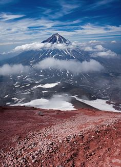 Kamchatka.  The volcano Koryak (3456.м) the Picture is made at an ascension on the next volcano of Avacha (2741 m.)  I invite in photoround across Kamchatka http://ratbud.livejournal.com/   Камчатка.  Вулкан Корякский (3456 .м) Снимок сделан при восхождении на соседний вулкан Авача (2741 м.)   Приглашаю в фототур по Камчатке http://ratbud.livejournal.com/