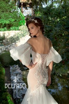 Wellcome to fashion world Belfaso. Bridal Lace, Bridal Gowns, Tulle Wedding, Stunning Wedding Dresses, Bride Look, Dress Making, Gown Dress, Dress Lace, Unique
