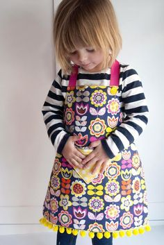 Reversible Fat Quarter Apron to your kids for Spring time (Tutorial and Pattern)