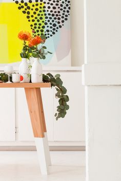 Love this table + decor. #bright #modern