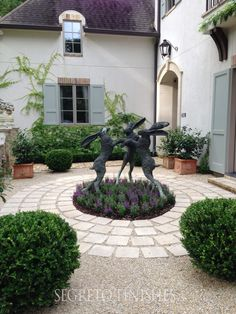 A Home Full of Whimsy Segreto Secrets French Courtyard, Small Courtyard Gardens, Small Courtyards, Small Gardens, Modern Gardens, Formal Garden Design, Small Garden Design, Garden Whimsy, Garden Cottage