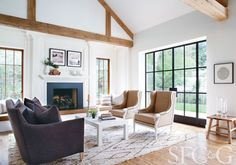 Architect Ken Linsteadt and interior designer Patrick Printy put a California spin on New England country style.