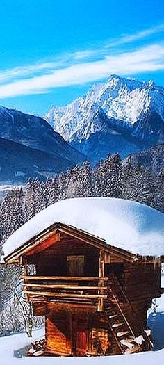 WINTER in the MOUNTAINS at a little Woodhouse / Cabin #Quelle: images.traum-ferienwohnungen.de