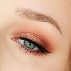 "Trend Alert: Get a ""Peach Make-up"" Maquillage - maquillage naturelle - maquillage tutoriel Peach Eye Makeup, Rose Gold Makeup, Makeup For Brown Eyes, Grunge Eye Makeup, Foil Eyeshadow, Peach Eyeshadow, Eyeshadow Makeup, Copper Eyeshadow, Copper Eye Makeup"