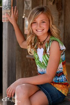 I had already photographed this cute 10 year old when she was 8. So fun to see how she had changed and got so much taller in just 2 years. Hailey has the best natural smile ever. She's a lot of fun and just a beautiful little girl, who enjoyed this shoot a lot. Together with her older sister Hannah-…