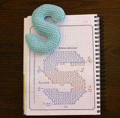 Alfabeto crochet - S Crochet Alphabet Letters, Crochet Letters Pattern, Letter Patterns, Crochet Patterns, Crochet Diagram, Crochet Chart, Crochet Motif, Crochet Stitches, Crochet Diy