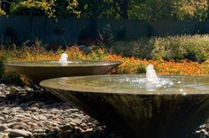 Bowl water features with water bubbler Garden design