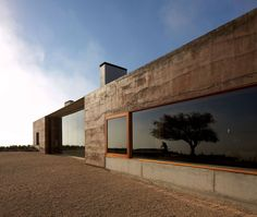 Idea Casa Mirador by Matías Zegers Arquitectos in Casablanca, Chile Sustainable Architecture, Residential Architecture, Landscape Architecture, Architecture Design, Contemporary Architecture, Rammed Earth Homes, House Of The Rising Sun, House Extensions, Modern Buildings