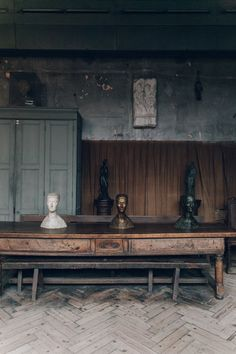 Inspirational spaces at the Musée Bourdelle from Rachael's recent visit to Paris. Where do you go to find inspiration? Dark Interiors, Beautiful Interiors, Mid-century Interior, Interior And Exterior, Contemporary Interior, Modern Interior Design, Wabi Sabi, Antoine Bourdelle, Modern Rustic Homes