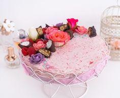 """Das ist ein Rezept für alle, die gern auch an ihrem Geburtstag Low Carb und Zuckerfrei essen. Der Kuchen ist saftig, schokoladig und seeeehr verlockend, um noch ein Stück zu essen. Bei diesen Zutaten kann man das auch ganz ohne schlechtem Gewissen tun: Die Low Carb Geburtstagstorte könnte man nämlich sogar fast als """"gesund"""" bezeichnen.… Der Beitrag Low Carb Geburtstagstorte erschien zuerst auf Pipifein. Mascarpone Creme, Ober Und Unterhitze, Low Carb, Cheese, Cream, Desserts, Food, Cacao Powder, No Sugar"""