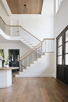 White Oak floors round foyer table metal spindles with wood railing wood tongue and groove ceiling detail black front door interior Designstorms Dream Home Design, Home Interior Design, House Design, Interior Architecture, Round Foyer Table, Casas Country, Wood Railing, Metal Spindles, Banisters