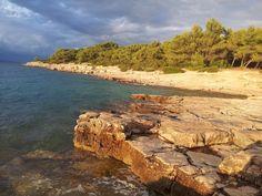 Plaże to chyba jeden z największych atutów turystycznych w Chorwacji. Skaliste, piaskowe, żwirowe, kamieniste do wyboru do koloru kto był już w Chorwacji wie o czym mowie.  #chorwacja