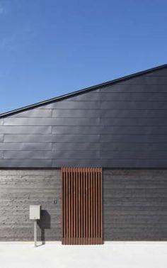 東側外観: 田村の小さな設計事務所が手掛けた家です。