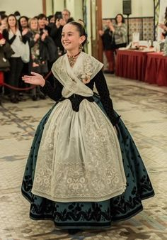 Escapulario Traditional Fashion, Traditional Dresses, Fasion, 18th Century, Beautiful People, Spanish, Girly, Gowns, Children