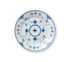 Royal Copenhagen's Blue Fluted Half Lace Dinnerware has a graceful, elegant style that will bring a timeless look to your table. Masterfully crafted in fine porcelain with hand-painted details, this elegant pattern is simply exquisite. Casual Dinnerware, Vintage Dinnerware, Royal Copenhagen, Blue Dishes, Danish Design Store, Snail Shell, Blue Plates, Blue Bedding, Kunst