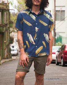 Camisas masculinas em tecidos e estampas garimpados para edições limitadas, produzidas em pequenas tiragens. Elegânica para cabras irreverentes.
