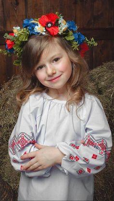 #ukraine #ukranian #girl #україна #дівчинка #вишиванка
