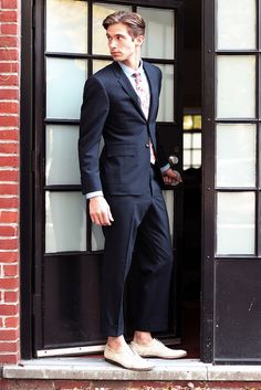 Love the shoes/suit color combo.