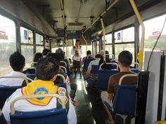 En un bus de Libera, los jóvenes Adventistas del Séptimo Día predicaron y cantaron.
