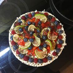 """26 To se mi líbí, 3 komentářů – • 𝐅𝐎𝐎𝐃 𝐈𝐒 𝐀𝐑𝐓 • (@wheninkitchen) na Instagramu: """"Narozeninový cheesecake (tak trochu) podle @mycookingdiary.cz 🍓🍋🍓 Přiznám se, že nejsem nijak…"""" Ratatouille, Cheesecake, Ethnic Recipes, Food, Cheesecakes, Essen, Meals, Yemek, Cherry Cheesecake Shooters"""