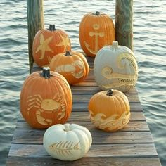 Coastal pumpkins via Coastal Living magazine, what's not to love?!!!!! This seriously combines two of my favorite things...The Ocean and Fall ♥