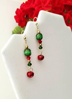 Diy Christmas Earrings, Christmas Jewelry, Green Christmas, Christmas Decor, Christmas Gifts, Jewelry For Her, Unique Jewelry, Earring Crafts, Wire Crafts