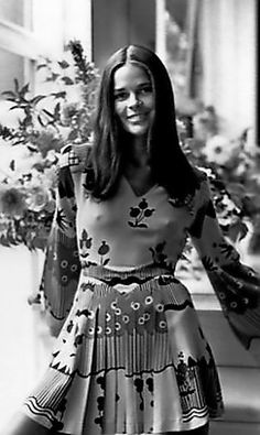 InStyle brings you the best outfit ideas and trends for fall fashion, including inspiration from celebrities and tips from the experts. Boho Fashion, Fashion Beauty, Autumn Fashion, Fashion Outfits, 2015 Fashion Trends, 2015 Trends, Beautiful Celebrities, Beautiful Actresses, Ali Macgraw