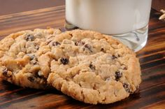 Recipe for making oatmeal raisin cannabis cookies for marijuana medicine Cake Mix Cookie Recipes, Cake Mix Cookies, Cookie Desserts, Dessert Recipes, Healthy Oatmeal Recipes, Oatmeal Cookie Recipes, Oatmeal Chocolate Chip Cookies, Biscuits Aux Raisins, Recipes