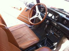 Nardi Classico mahogany steering wheel. Goes well with the saddle color seats.