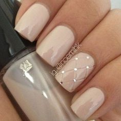 Hunting for the best nude nail polish? My HUGE list of the best nude nail polish color inspiration. Check out these perfect nude nails! Gorgeous Nails, Pretty Nails, Perfect Nails, Hair And Nails, My Nails, Polish Nails, Gems On Nails, Nail Polishes, Uñas Fashion