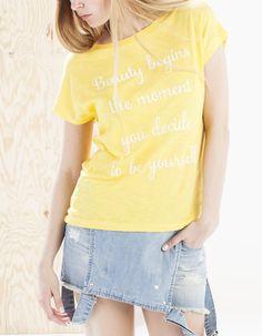 Camiseta rayas y bordado - CAMISETAS - MUJER | Stradivarius España