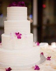 I think I'm liking white wedding cakes...