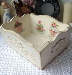"""Купить Конфетница """"Sweet roses"""" - белый, конфетница декупаж, винтажный стиль, розы, пирожные, сладости"""