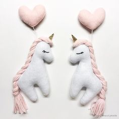 Handmade Gifts For Friends, Diy Baby Gifts, Baby Crafts, Felt Crafts, Felt Animal Patterns, Stuffed Animal Patterns, Felt Fabric, Fabric Dolls, Diy Craft Projects