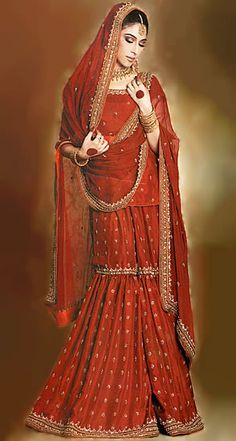 Simple, elegant and red. A slightly heavier dupatta and longer sleeves would make it the perfect wedding gharara! :D