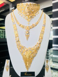 Dubai Gold Jewelry, Gold Jewellery Design, Gold Necklace Simple, Gold Jewelry Simple, Gold Mangalsutra Designs, Gold Earrings Designs, Chokers, Jewels, Collection