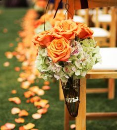wedding color combo: orange + green. This classic pair is perfect for any time of year. For a summer wedding use this pair with white linens. Warm it up for a winter wedding with brown linens.      Be bold with orange flowers. Our favorite picks are roses, calla lilies, and dahlias.