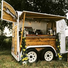 Horse trailer remodel shopping 37 ideas for 2019 Coffee Carts, Coffee Truck, Mobile Bar, Mobile Shop, Converted Horse Trailer, Foodtrucks Ideas, Horse Box Conversion, Catering Trailer, Bar Catering