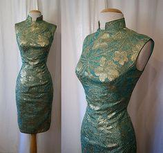 Stunning 1950's sea foam green and gold lurex Asian wiggle party dress vlv Bond bombshell - size Medium