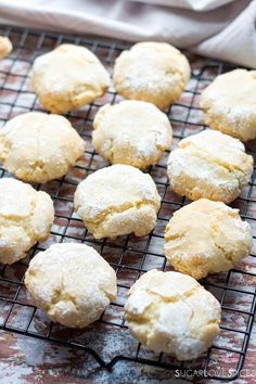 10 Great Tips On Cooking Meals Bolacha Cookies, Cookie Recipes, Dessert Recipes, Cookie Table, Almond Cookies, Italian Cookies, Gluten Free Cookies, Crack Crackers, Sweets