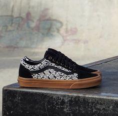 Vans Old Skool Vans Slip On, Rubber Shoes, Vans Old Skool, Bmx, The Help, Skateboard, Sneakers, Sneaker, Skateboards