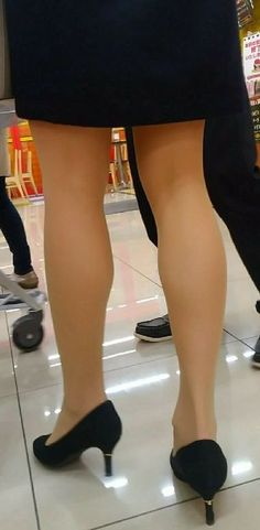 Beautiful Legs, Beautiful Women, My Tights, Ladies Day, Low Heels, Sexy Legs, Stockings, Lady, Pretty
