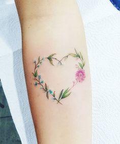 - Pamela Auto- 25 Heart Tattoos for Inspiration tattoo Heart Flower Tattoo, Flower Wrist Tattoos, Beautiful Flower Tattoos, Pretty Tattoos, Mom Tattoos, Friend Tattoos, Cute Tattoos, Body Art Tattoos, Small Tattoos