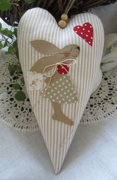 Valentine or Easter Basket / Applique heart worth thinking about.