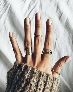 pinterest: chandlerjocleve instagram: Our style inspiration for our #minimalistjewelry #minimalistjewellery #minimalist #jewellery #jewelry #jewelleries #jewelries #minimalistaccessories #bangles #bracelets #rings #necklace #earrings #womensaccessories #accessories #minimalistbabe #minimalistbabes
