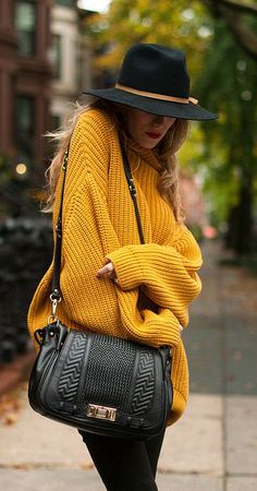 Fall mustard sweater, perfect casual daily outfit for all the ladies out there. Pair it up with high waist black jeans, black long strap bag and blag hat. Winter Fashion Outfits, Fall Winter Outfits, Look Fashion, Autumn Winter Fashion, Casual Winter, Autumn Look, Winter Chic, Dress Winter, Autumn Style