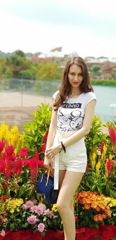 #singapore #sentosa #girls #fashion http://www.stilettoandredlips.com/